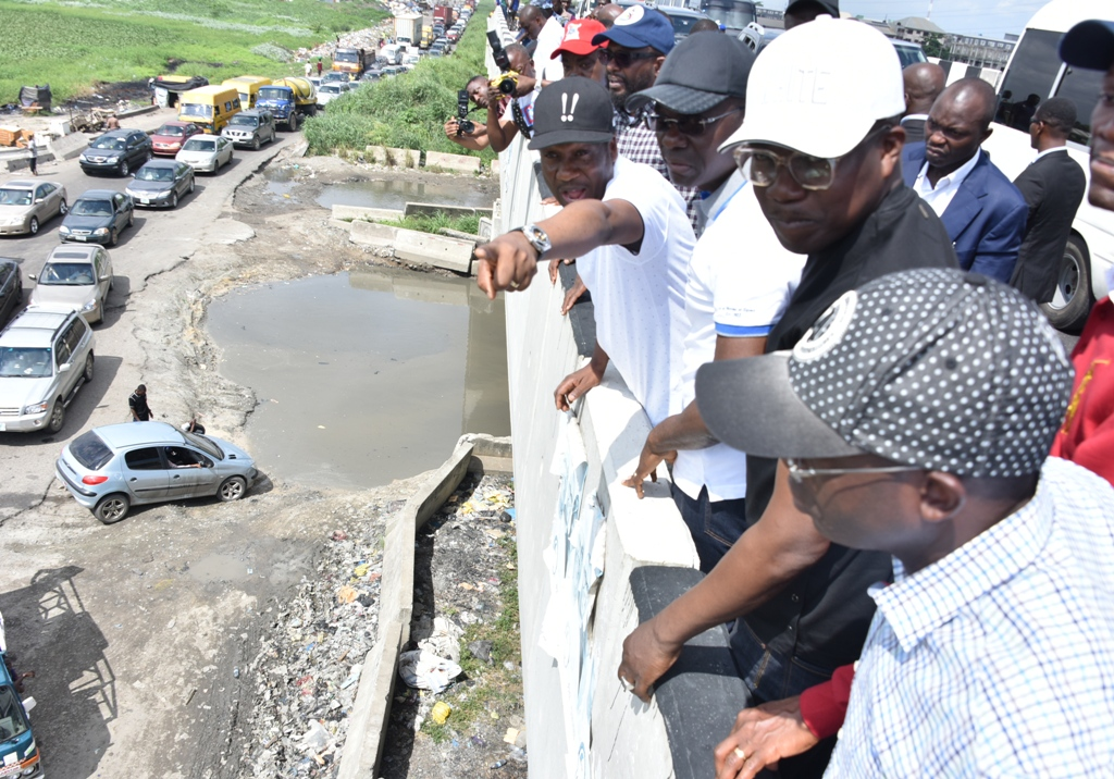 Lagos Commences Clean Up Of Badagry Express Road As Abatement Notice Expires