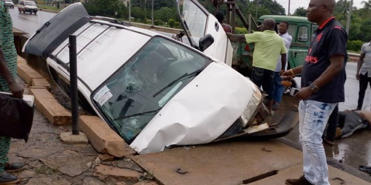 One person was confirmed dead while two others were severely injured after a motor accident along the busy Onitsha-Enugu expressway in Awka, the Anambra state capital.