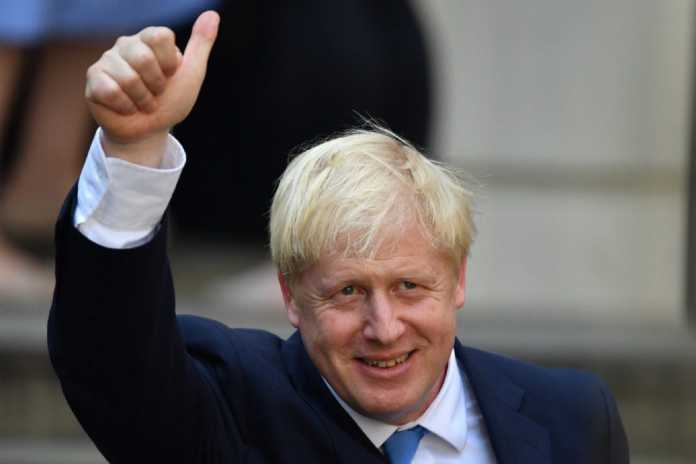 Boris Johnson arrived at Buckingham Palace on Wednesday to formally take up his duties as Britain's new prime minister after % tendered her resignation.
