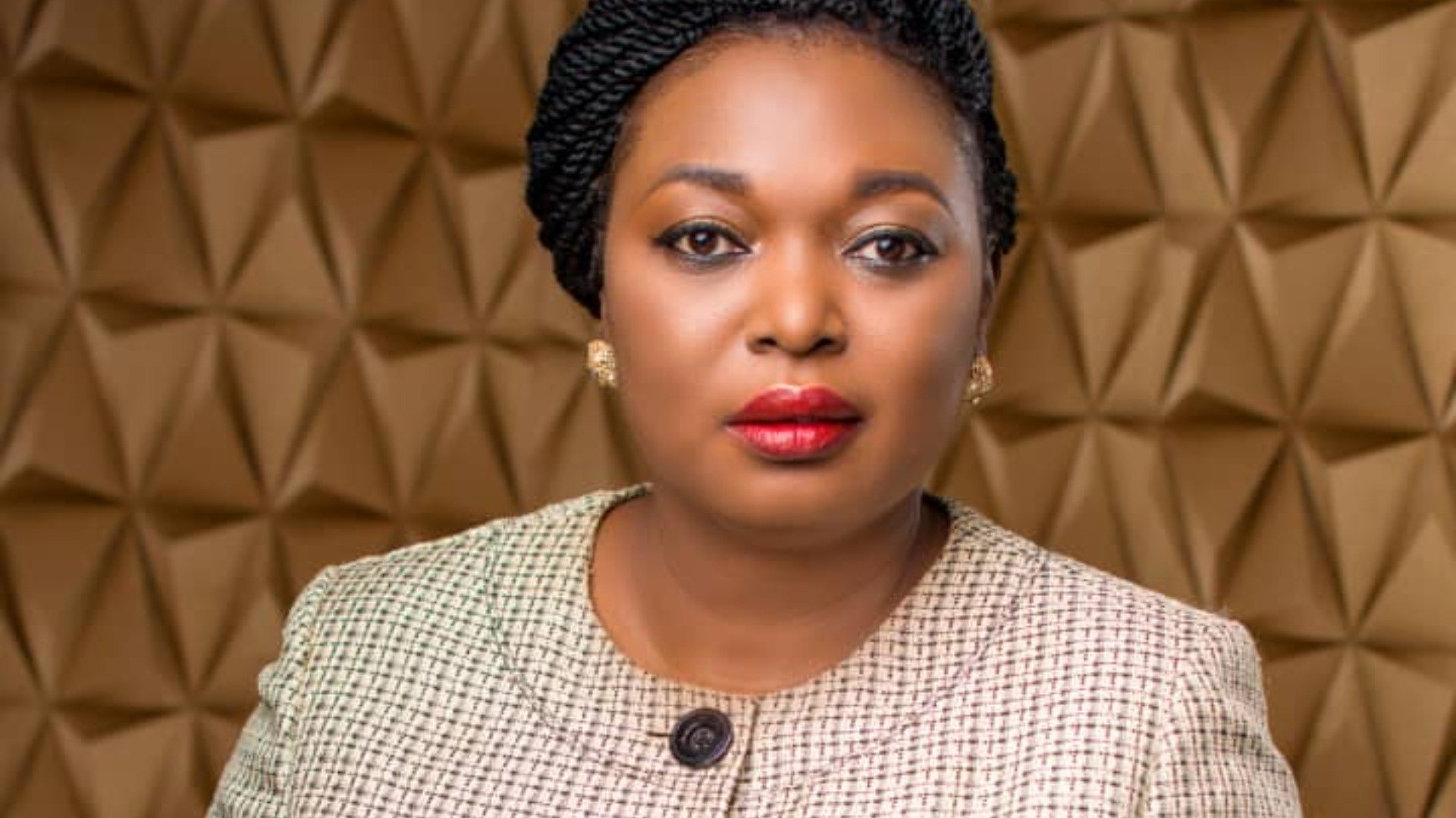 Prior to the 2019 Kogi State governorship election, a female aspirant, Princess Iye Grace Adejoh, under the Peoples Democratic Party, stated that the state needs a female Governor to rescue the state.