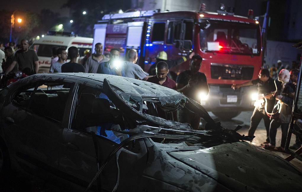 19 people have been confirmed dead while several others have been left with various degrees of injuries after a multiple-car crashed in front of Egypt's main cancer hospital, in Cairo on Sunday night.