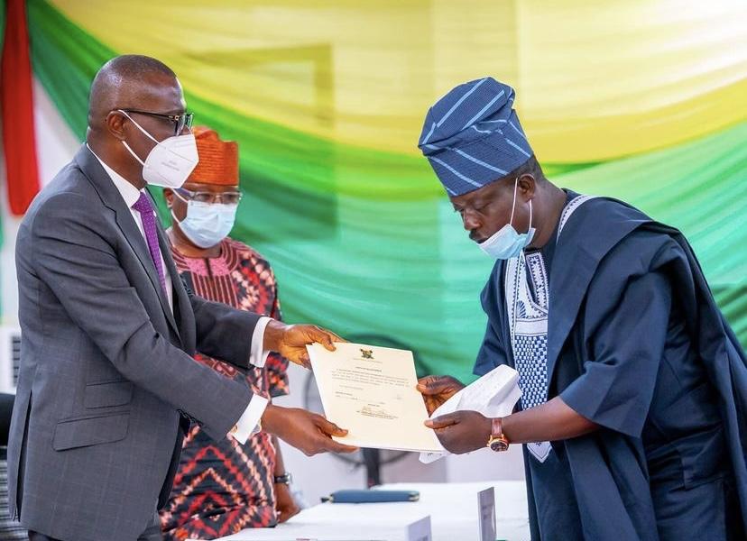 Sanwo-Olu Swears-In Agunbiade As New Eti-Osa LCDA Chairman